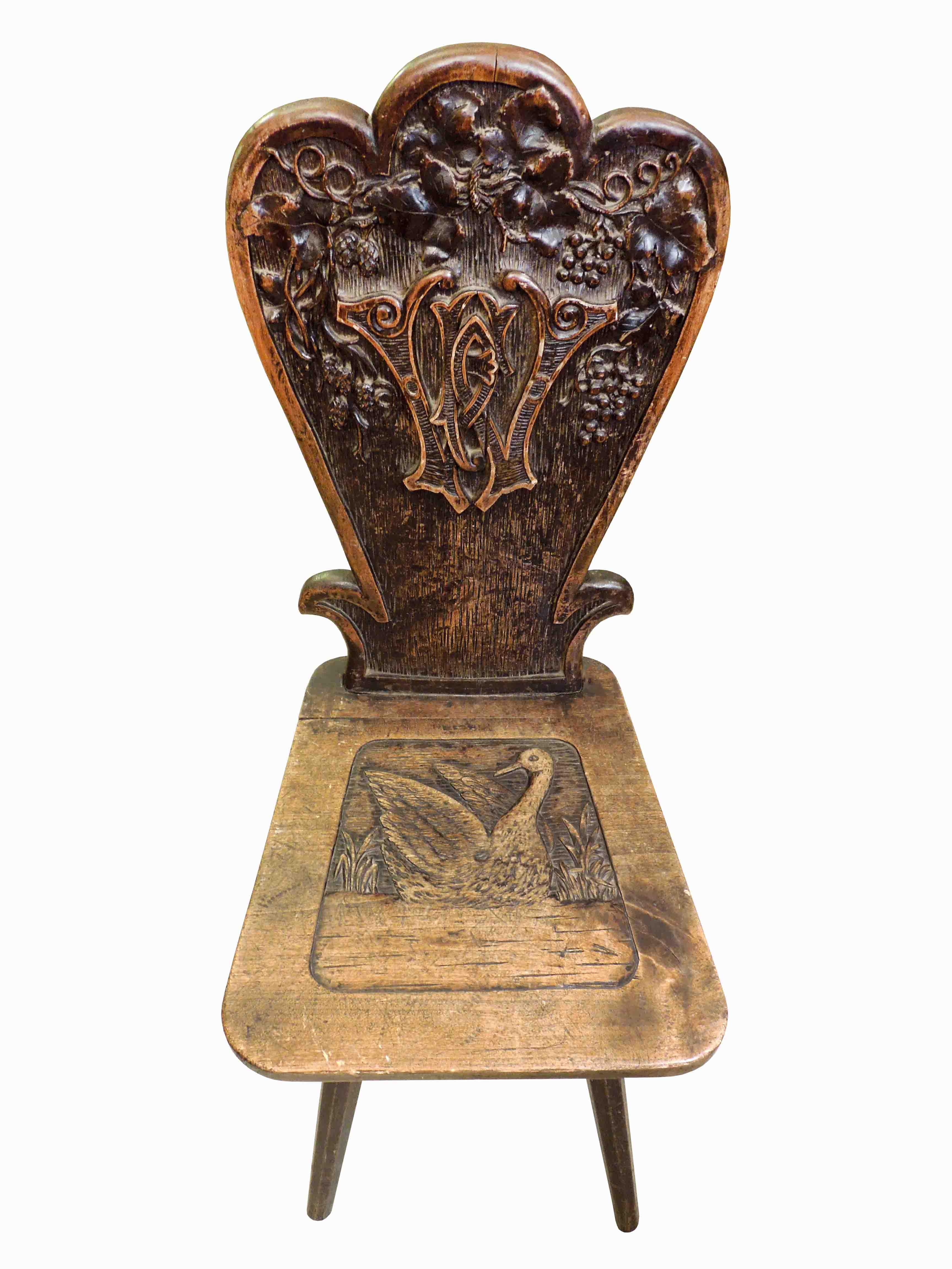 Bohatě vyřezávaná židle